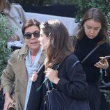 Carolina de Mónaco, Carlota Casiraghi y Alexandra de Hannover salen de comer en París