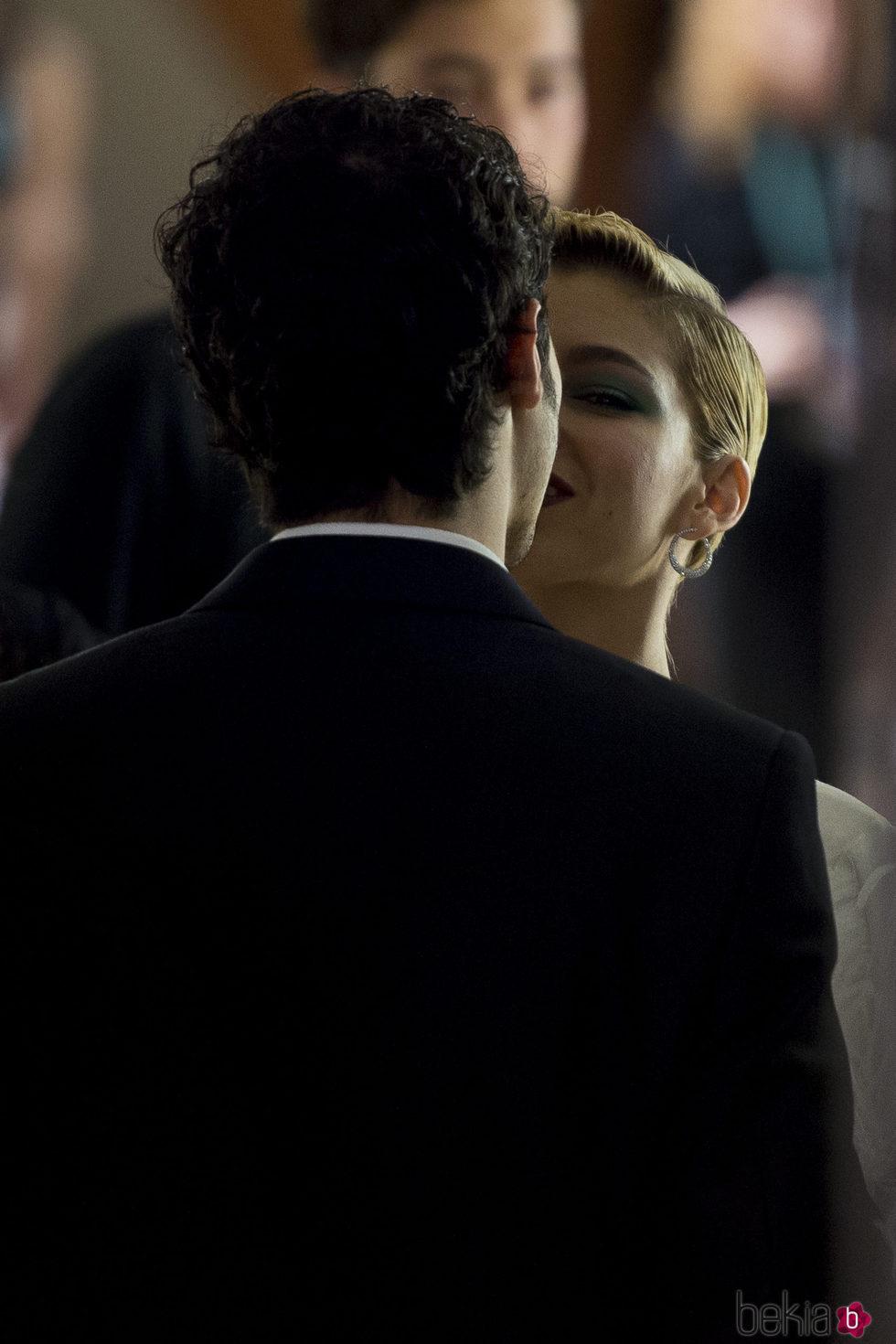 Úrsula Corberó y Chino Darín besándose en el Festival de cine de San Sebastián 2017