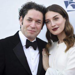 María Valverde y Gustavo Dudamel, muy enamorados en la gala inaugural de la Filarmónica de Los Angeles