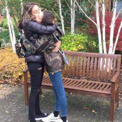 Paz Padilla despidiéndose de su hija Anna en Londres
