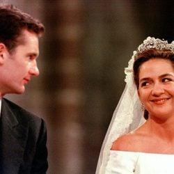 La Infanta Cristina e Iñaki Urdangarin se dedican una tierna mirada en su boda