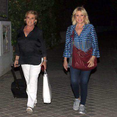 Chelo García Cortés y Mila Ximénez llegan a casa de Terelu Campos para una fiesta