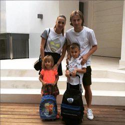Modric y Vanja junto a sus dos hijos