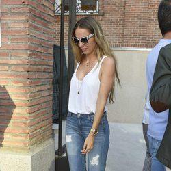 Carola Baleztena visita a Antonio Carmona en el hospital