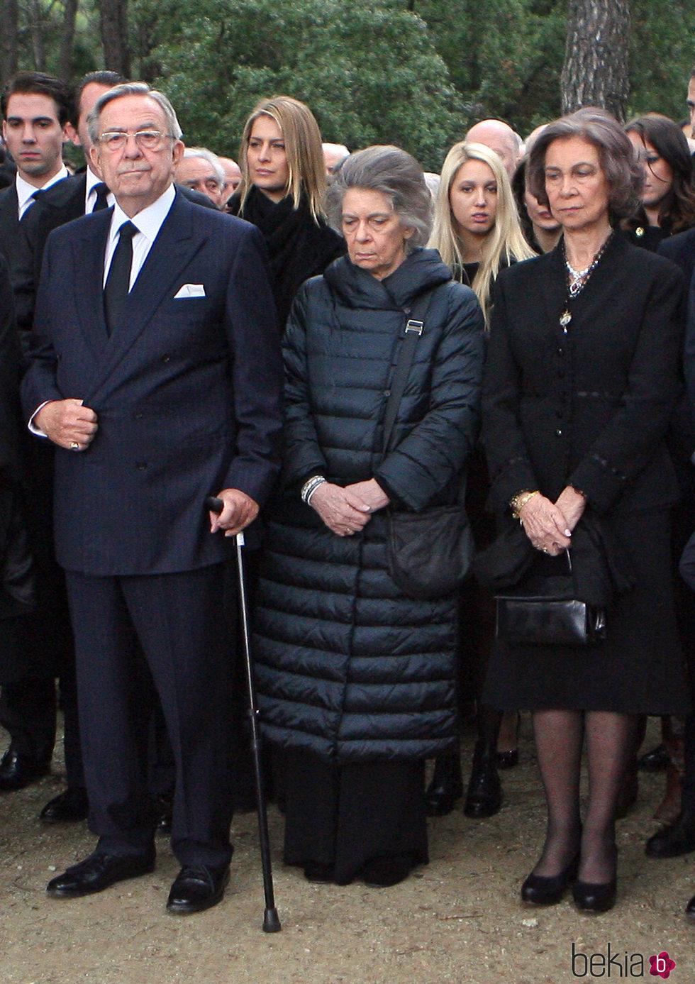 La Reina Sofía con sus hermanos, Constantino e Irene de Grecia