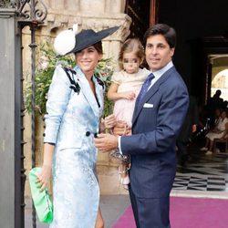 Lourdes Montes, Fran Rivera y su hija en la boda de Sibi Montes