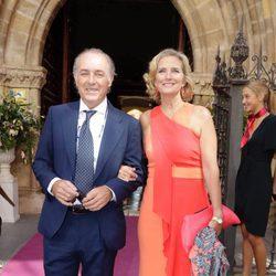 José Manuel Soto y su pareja en la boda de Sibi Montes en Sevilla