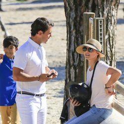 Sergio Álvarez y Nina Ulenberg muy cariñosos durante un concurso de hípica en Madrid