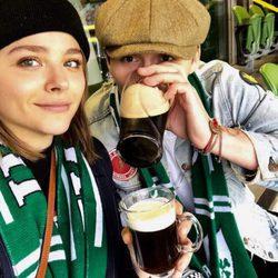 Brooklyn Beckham y Chloe Moretz en Dublin