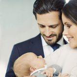 Carlos Felipe de Suecia y Sofia Hellqvist miran embelesados a su hijo Gabriel