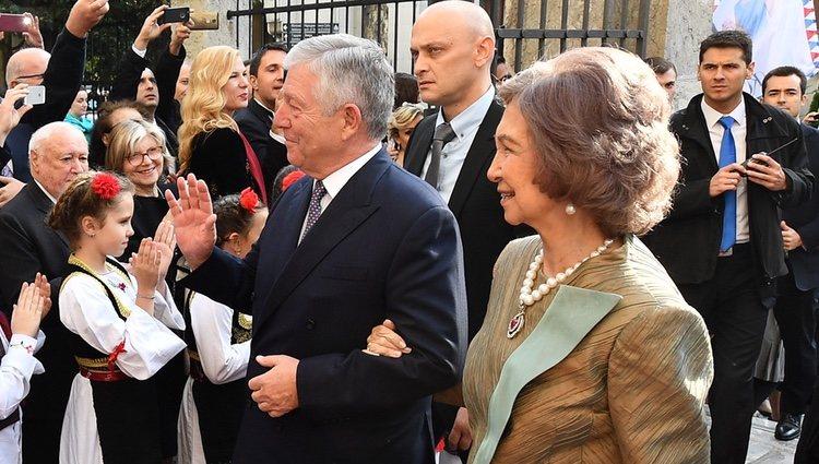 Alejandro de Serbia y la Reina Sofía en la boda de Felipe de Serbia y Danica Marinkovic
