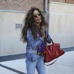 Rosario Flores visita a Antonio Carmona en el hospital