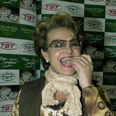 Carmen Sevilla comiendo