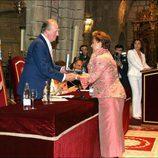 Carmen Sevilla recibe la Medalla de Oro al Mérito en las Bellas Artes de manos del Rey Juan Carlos