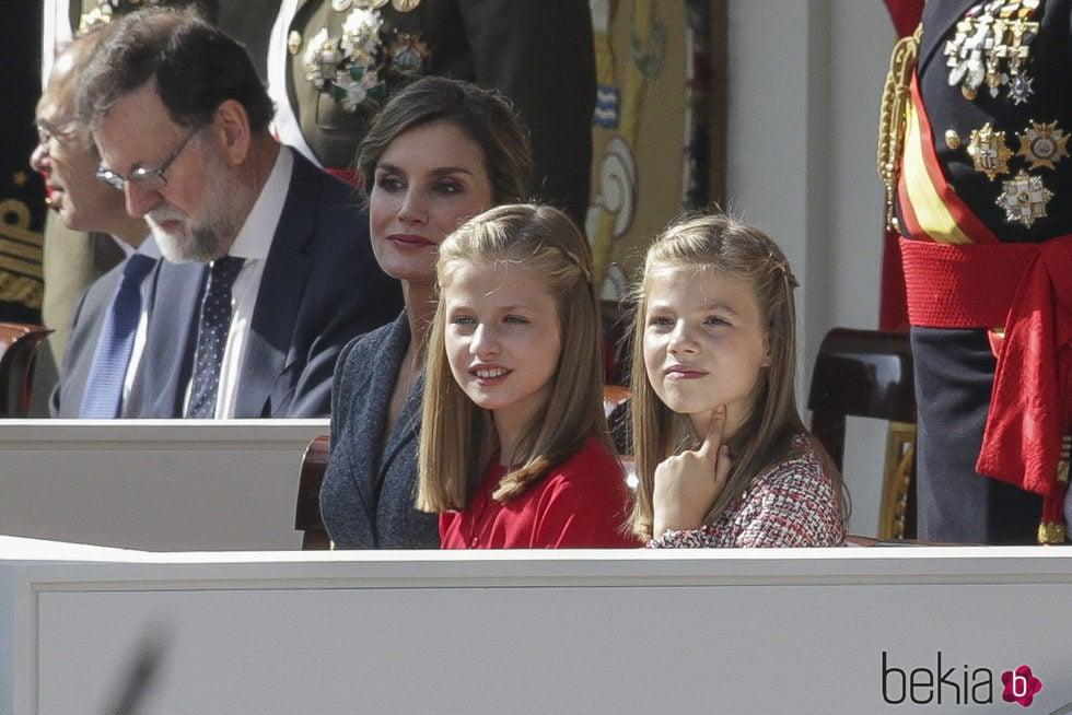 La Princesa Leonor y la Infanta Sofía en el Día de la Hispanidad 2017