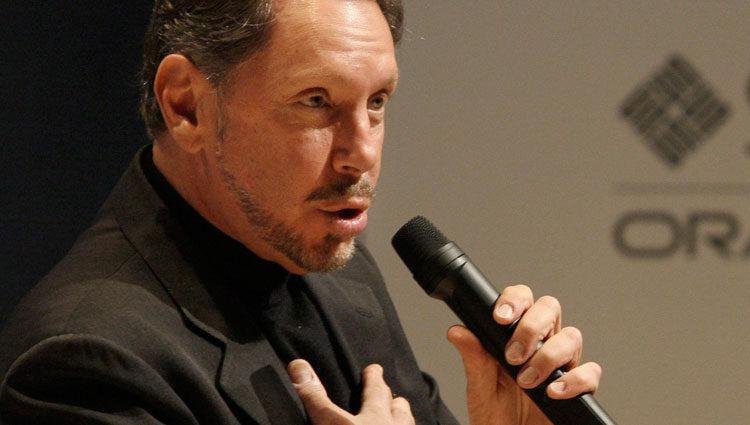 Larry Ellison, dueño de Oracle, en una de sus afamadas conferencias
