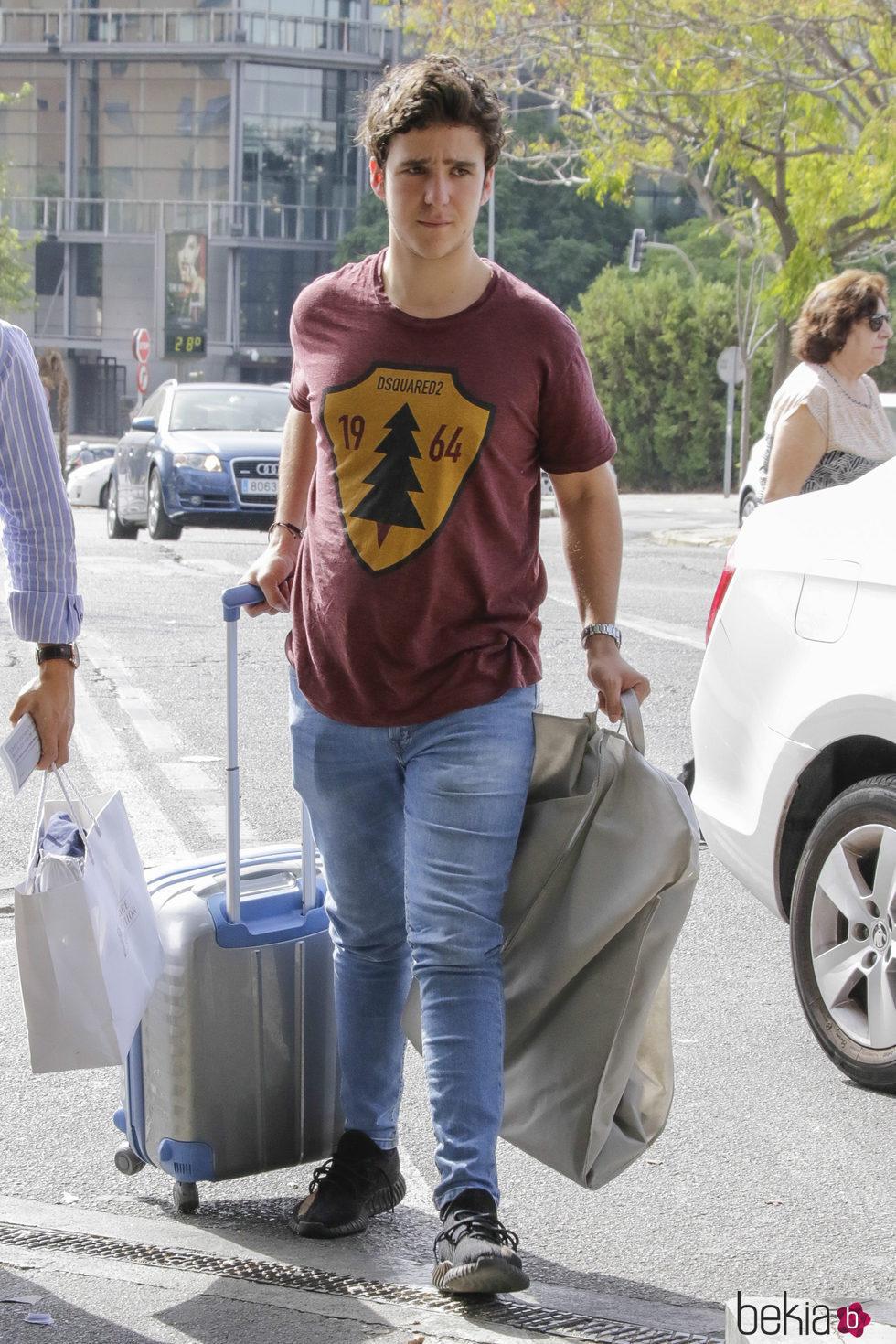 Froilán visita Sevilla para ir a una boda