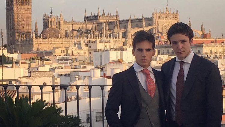Froilán y Gonzalo Caballero vestidos en boda en Sevilla