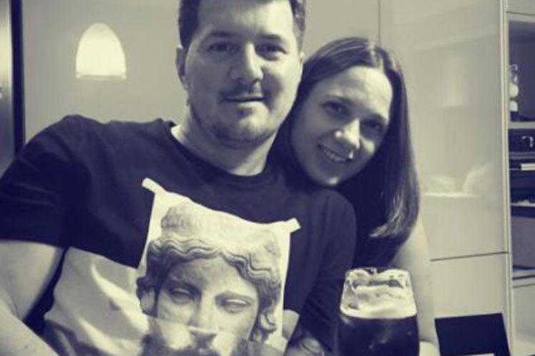 Rodrio Messi posando junto a su mujer
