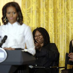 Michelle Obama en la Casa Blanca junto a Harvey Weinstein, Whoopi Goldberg y Blake Lively