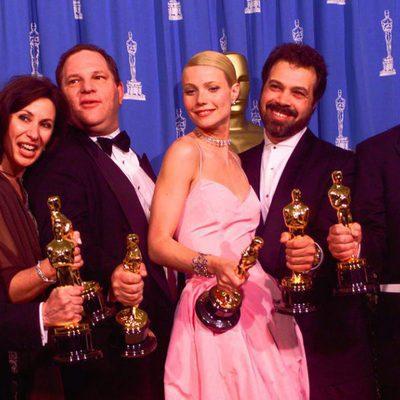 Harvey Weinstein y Gwyneth Paltrow con su Premio Oscar