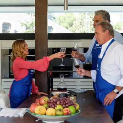 Bertín Osborne, Fernando Romay y Ana Obregón cocinando en 'Mi casa es la tuya'
