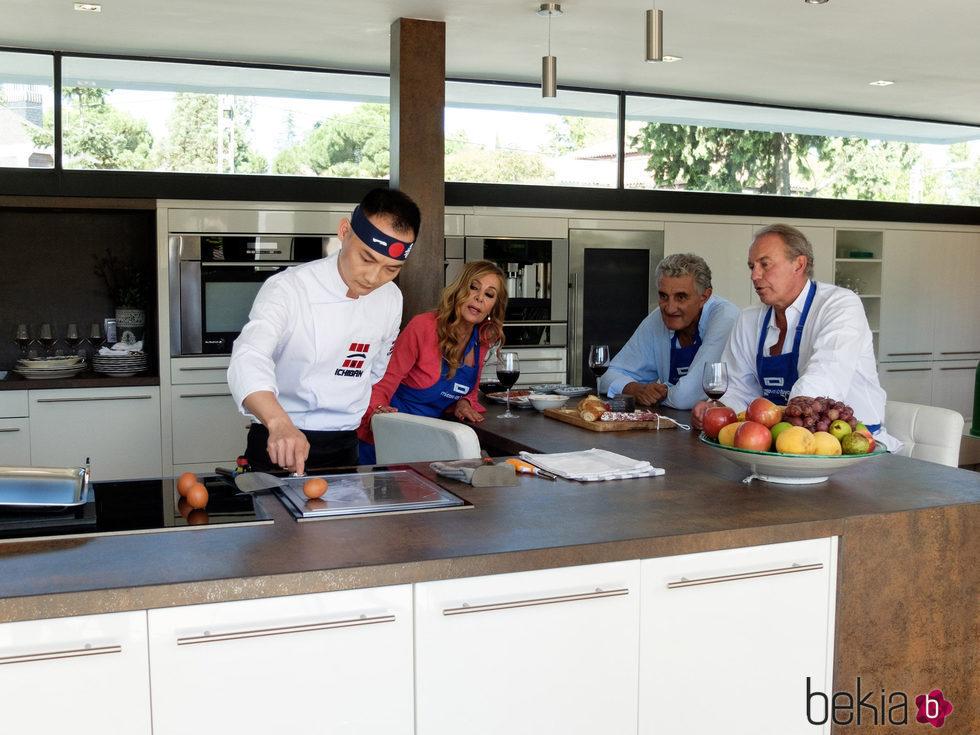 Bert n osborne ana obreg n y romay aprendiendo cocina en - Ana en la cocina ...