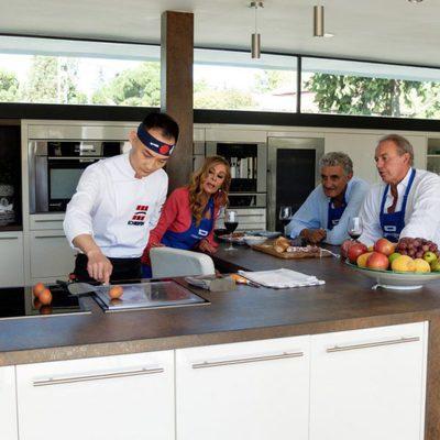 Bertín Osborne, Ana Obregón y Romay aprendiendo cocina en 'Mi casa es la tuya'