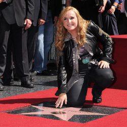 Melissa Etheridge recibiendo su estrella en el Paseo de la Fama de Hollywood