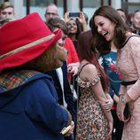 Kate Middleton ríe divertida junto al oso Paddington