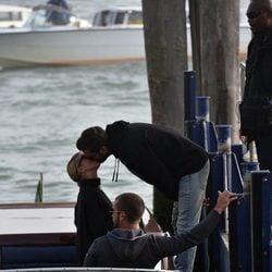 Scott Disick y Sofia Richie montan en barca en Venecia