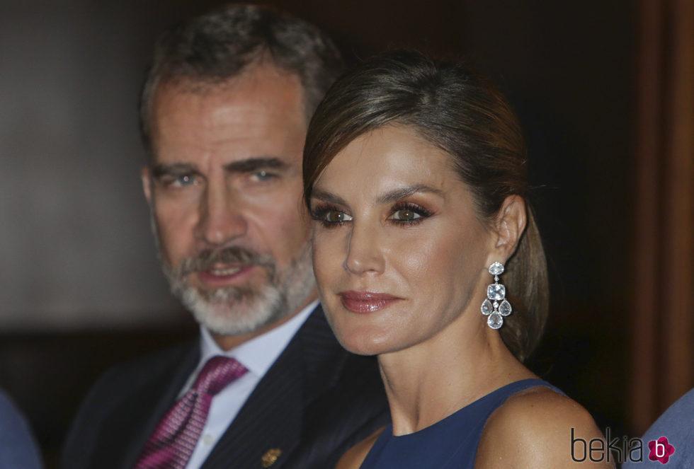 La Reina Letizia, radiante junto al Rey Felipe en el Concierto Premios Princesa de Asturias 2017