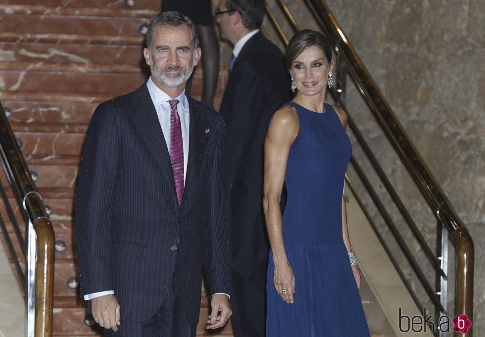 Los Reyes Felipe y Letizia, muy felices en el concierto Premios Princesa de Asturias 2017