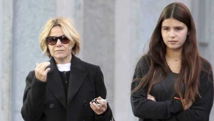 Eugenia Martínez de Irujo con su hija Tana Rivera de paseo