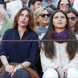 Cayetana Rivera con Lourdes Montes en una corrida de toros