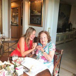 Ana Obregón y su madre, cogidas de la mano