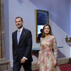 Los Reyes Felipe y Letizia se reúnen con los premiados en los Premios Princesa de Asturias 2017