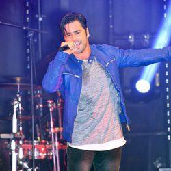 David Bustamante dando un concierto en San Pedro Alcántara