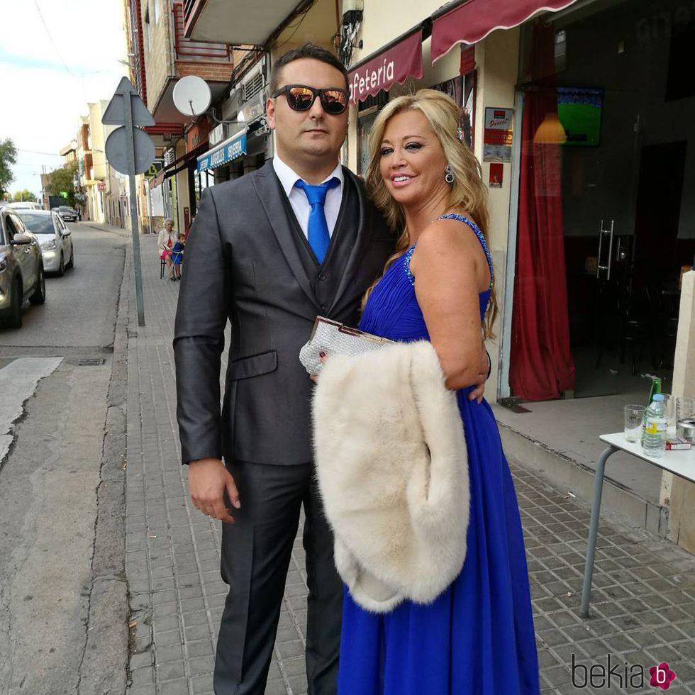 Belén Esteban y Miguel Marcos muy elegantes para ir de boda