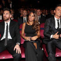 Leo Messi, Antonella Roccuzzo y Cristiano Ronaldo en la gala de los Premios The Best Fifa 2017