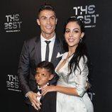 Cristiano Ronaldo, Cristiano Ronaldo Junior y Georgina Rodríguez en la gala de los Premios The Best Fifa 2017