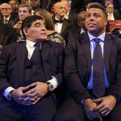 Diego Armando Maradona y Ronaldo en la gala de los Premios The Best Fifa 2017