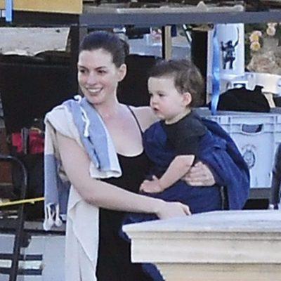 Anne Hathaway en Mallorca junto a su hijo en el rodaje de su próxima película