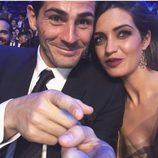 Sara Carbonero e Iker Casillas en la Gala de los Dragones en una foto divertida