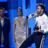 Prince Royce con su premio en los Latin American Music Awards 2017