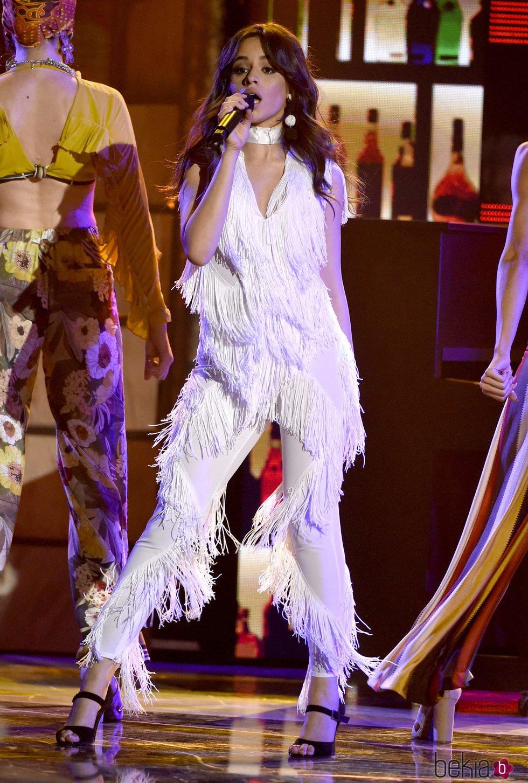 Camila Cabello actuando en los Latin American Music Awards 2017