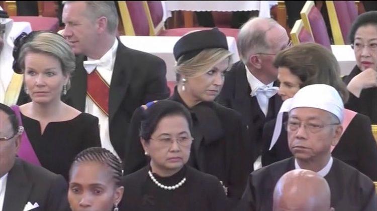 Matilde de Bélgica, Máxima de Holanda y Silvia de Suecia en el funeral de Bhumibol de Tailandia