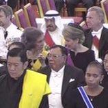 La Reina Sofía y Matilde de Bélgica hablando en el funeral de Bhumibol de Tailandia