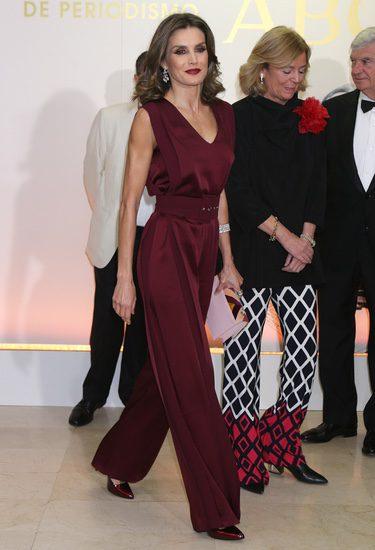 La Reina Letizia entrega por primera vez en solitario los Premios Mariano de Cavia