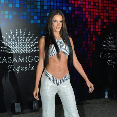 Alessandra Ambrosio en una fiesta de Halloween en Hollywood